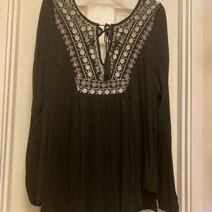 Jessica Simpson long sleeve with slits in arm